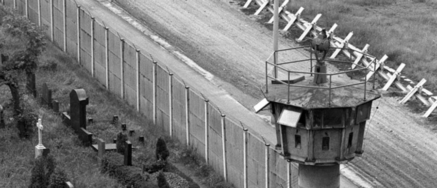 Fall of the Berlin Wall - 9 Astonishing Facts of Great ...   Fun Facts About The Berlin Wall